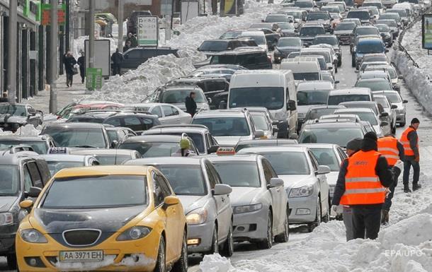 Яценюк просить українців публікувати всоцмережах фото, яккомунальні служби прибирають сніг