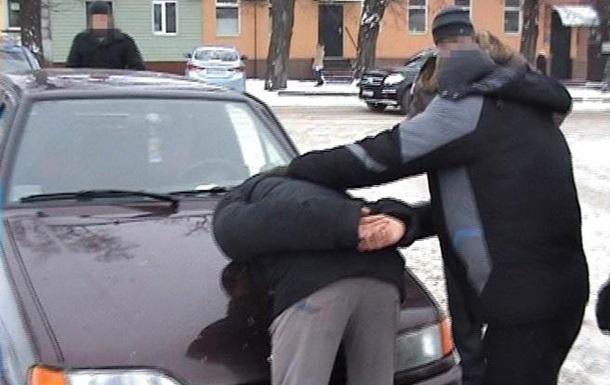 СБУ впіймала військового при спробі продати зброю ззони АТО