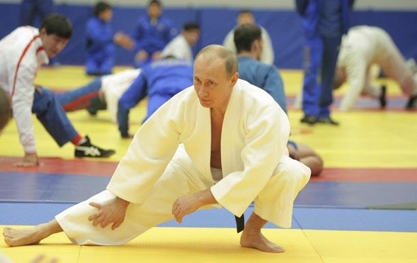 Путин провел тренировку по дзюдо вместе со сборной