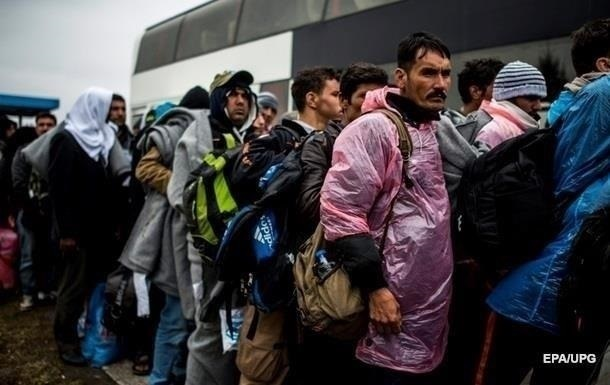 Неизвестный в Канаде распылил газ в толпу сирийских беженцев