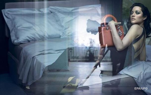 Уборщицу Газпрома с сумкой Dior высмеяли в сети