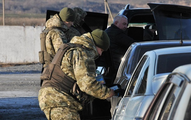 На Донбасі затримали дев ять авто з грошима для ДНР