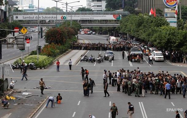 Взрывы в Джакарте: жуткие фото с мест теракта. 18+