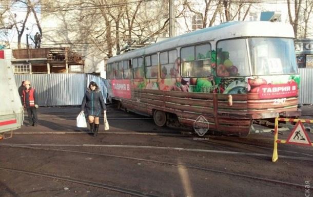 В Одессе сошедший с рельсов трамвай задавил пешехода