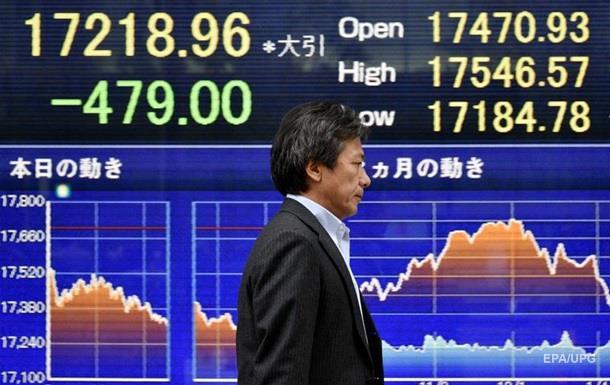Фондовый рынок Китая рухнул до минимумов 2014 года
