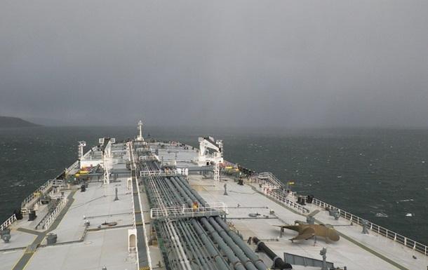 В Токийском заливе терпит крушение танкер