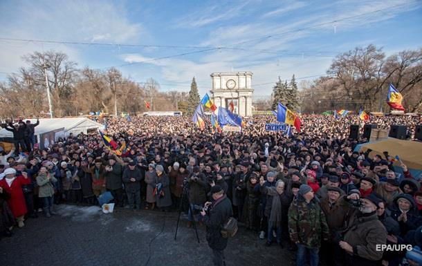 В Кишиневе собрались многотысячные митинги против премьера