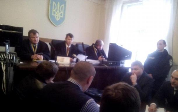 Бойцов  Правого сектора  не привезли на суд