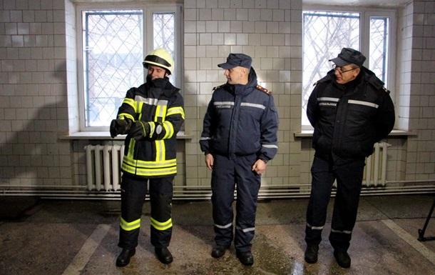 Германия предоставила боевую одежду киевским спасателям