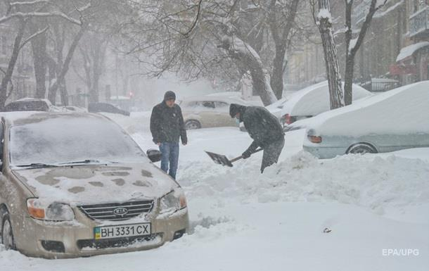 Снегопад в Украине: еще в трех областях закроют дороги