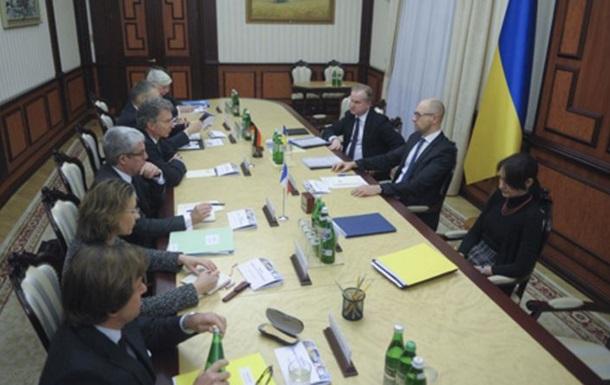 Яценюк встретился с посланниками Олланда и Меркель
