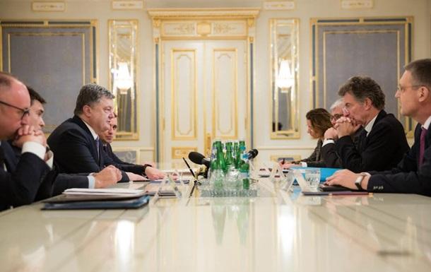 Порошенко принял посланцев Олланда и Меркель