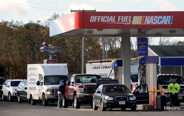 В США цена бензина впервые за десять лет упала ниже доллара