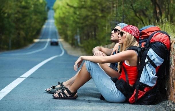 молодые туристы