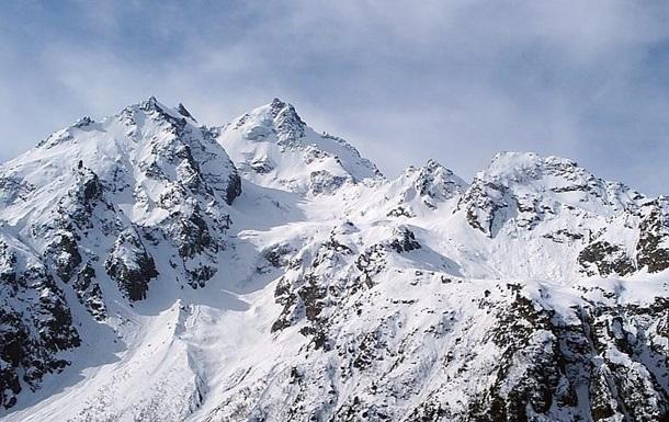 На Кавказі українські альпіністи потрапили під лавину