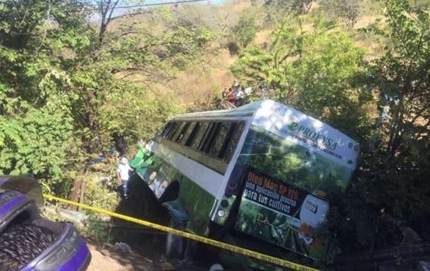 В Никарагуа более 50 человек пострадали в ДТП с автобусом