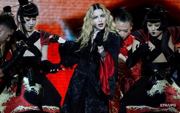 Мадонна со сцены обругала матом Гая Ричи