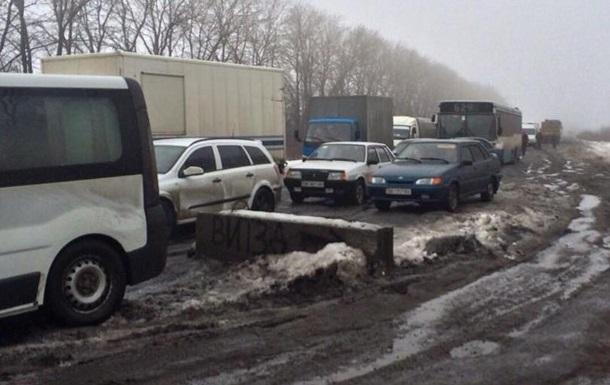На блокпосту ДНР возле Горловки километровая очередь