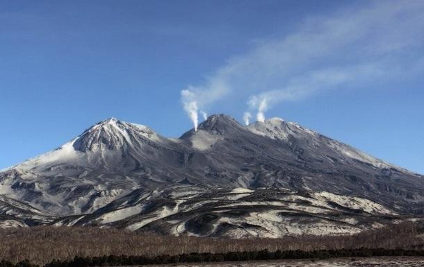Вулкан на Камчатке выбросил столб пепла на восемь километров