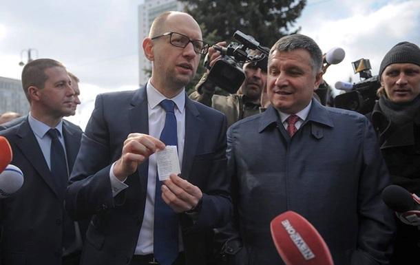 Аваков підтримав ідею Яценюка про референдум щодо Конституції