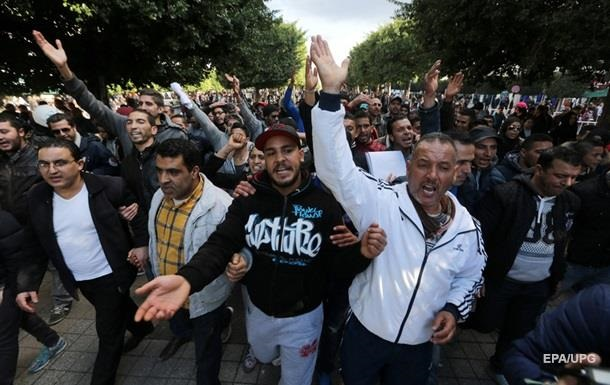 Протесты в Тунисе: задержаны более 800 человек