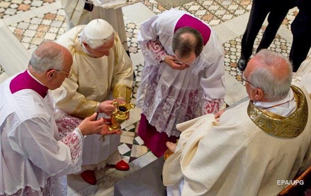 Папа Франциск допустив жінок до обряду обмивання ніг