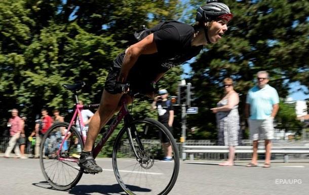 Ношение велосипедного шлема опасно - ученые
