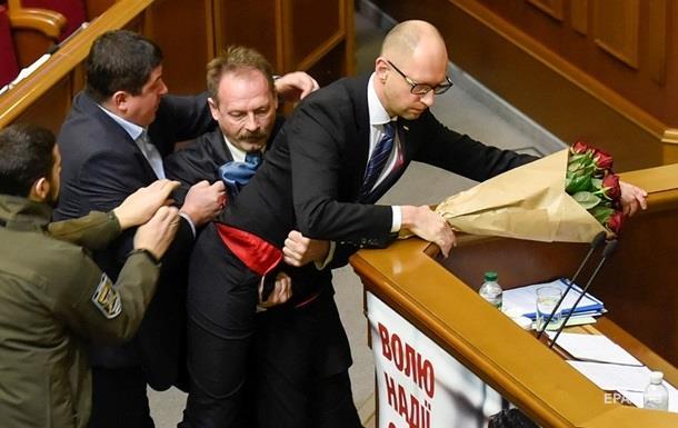 Напавшего на Яценюка Барну исключили из БПП