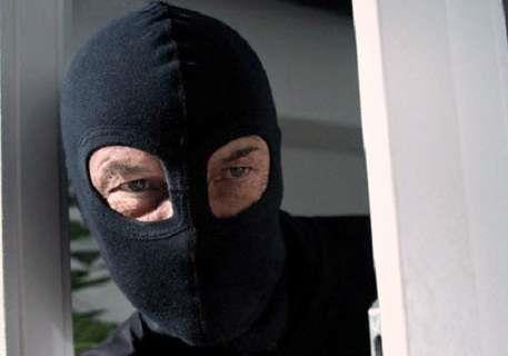 В Полтаве грабитель избил и привязал пенсионерку к стулу из-за фотоаппарата