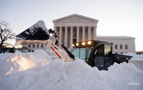 Жертвами снежной бури в США стали почти 60 человек