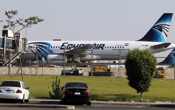 На борту самолета в аэропорту Каира ищут бомбу – СМИ