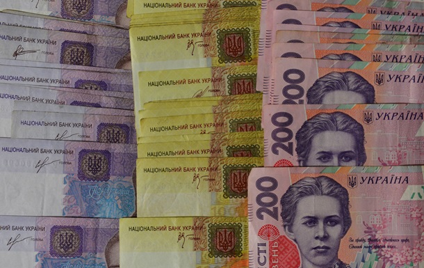 Средняя зарплата в Украине выросла на 700 гривен