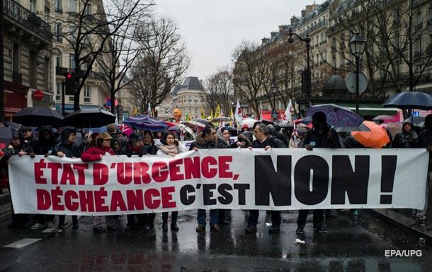 В Париже прошла демонстрация за отмену чрезвычайного положения