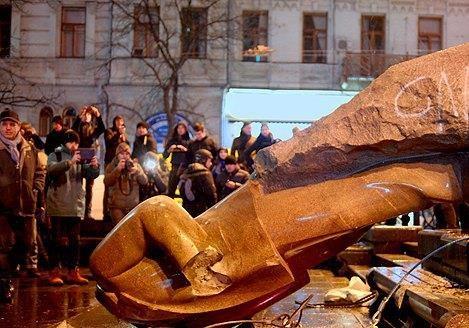 На Полтавщине демонтировали памятники