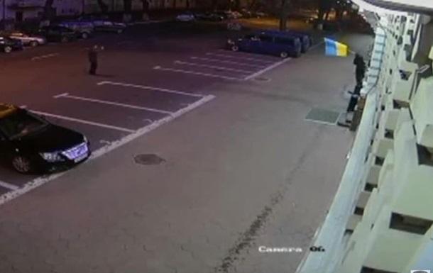 На Черниговщине задержали мужчину, срывавшего флаги с учреждений