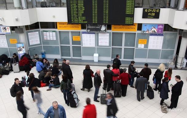МИД вернул домой 11 украинцев, застрявших в Канаде