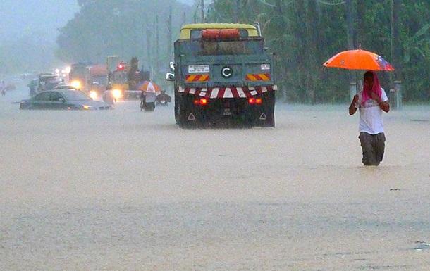 В Малайзии из-за наводнений эвакуировали несколько тысяч человек