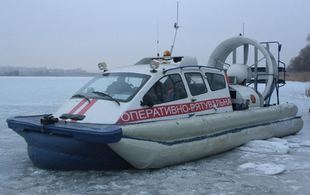 Почти 30 рыбаков оказались на дрейфующей льдине на Каховском водохранилище