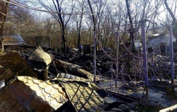 В столичном Гидропарке сгорело деревянное кафе