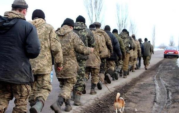 Голодные и немытые солдаты идут пешком из Широкого Лана в Николаев штурмовать во