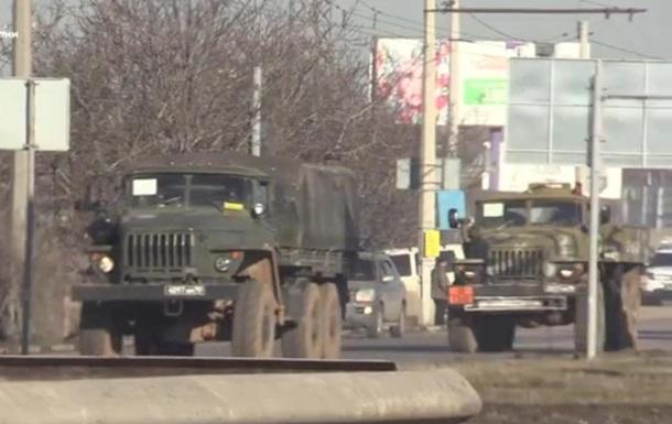 В Симферополе колонна военной техники перекрыла движение