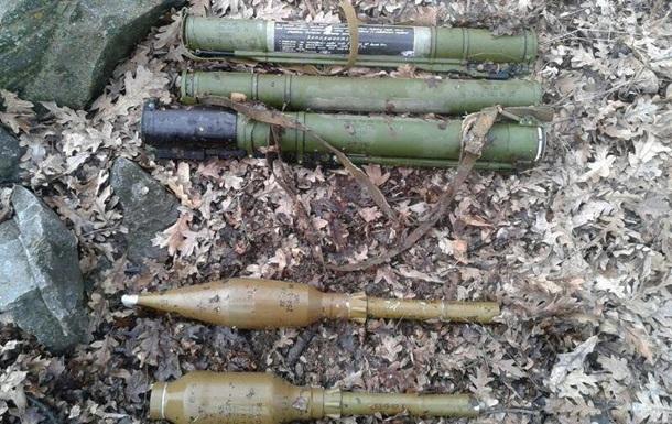 В зоне АТО нашли два тайника с гранатометами