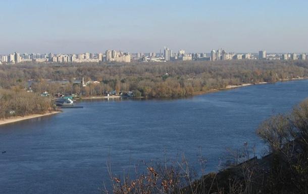 В Киеве в Днепре затонул Lexus