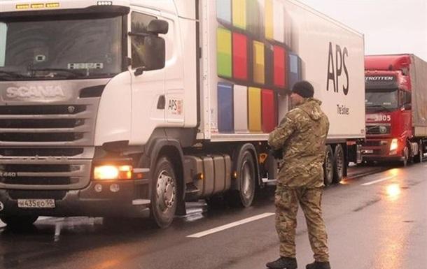 У п яти областях України блокують фури з РФ