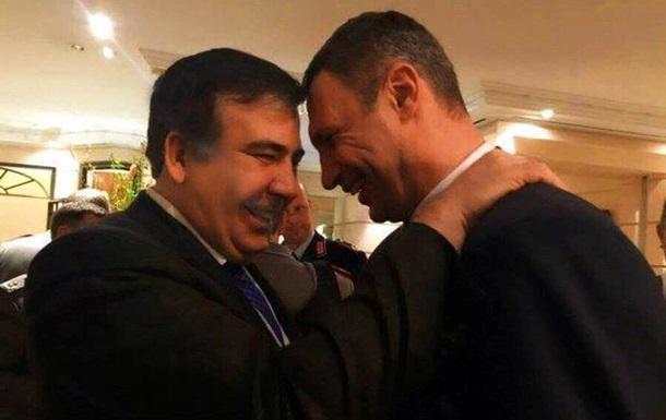 В Сети обсуждают  скачущего  Саакашвили