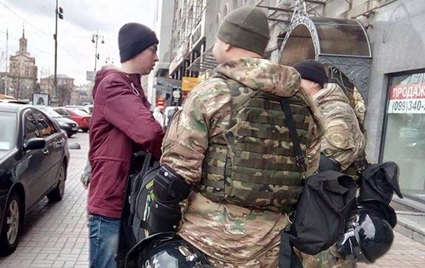 В центре Киева батальон Винница проверяет людей