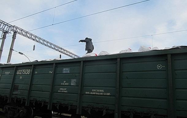 Мужчина пытался пересечь границу на крыше поезда