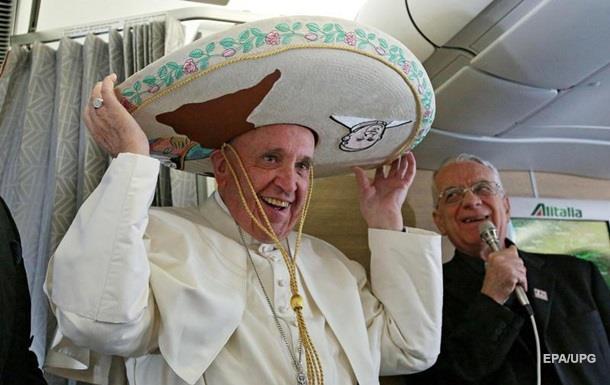 Поклонник возмутил папу Франциска своим поведением