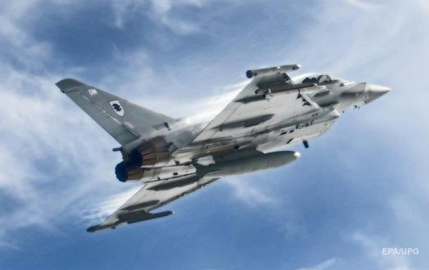 Лондон поднял истребители на перехват ВВС России