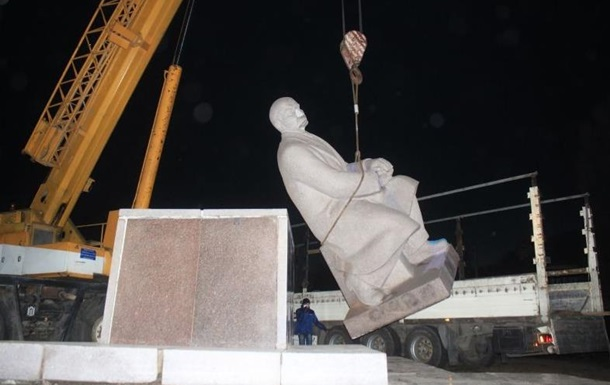 В Украине за день демонтировали четыре памятника Ленину и один бюст